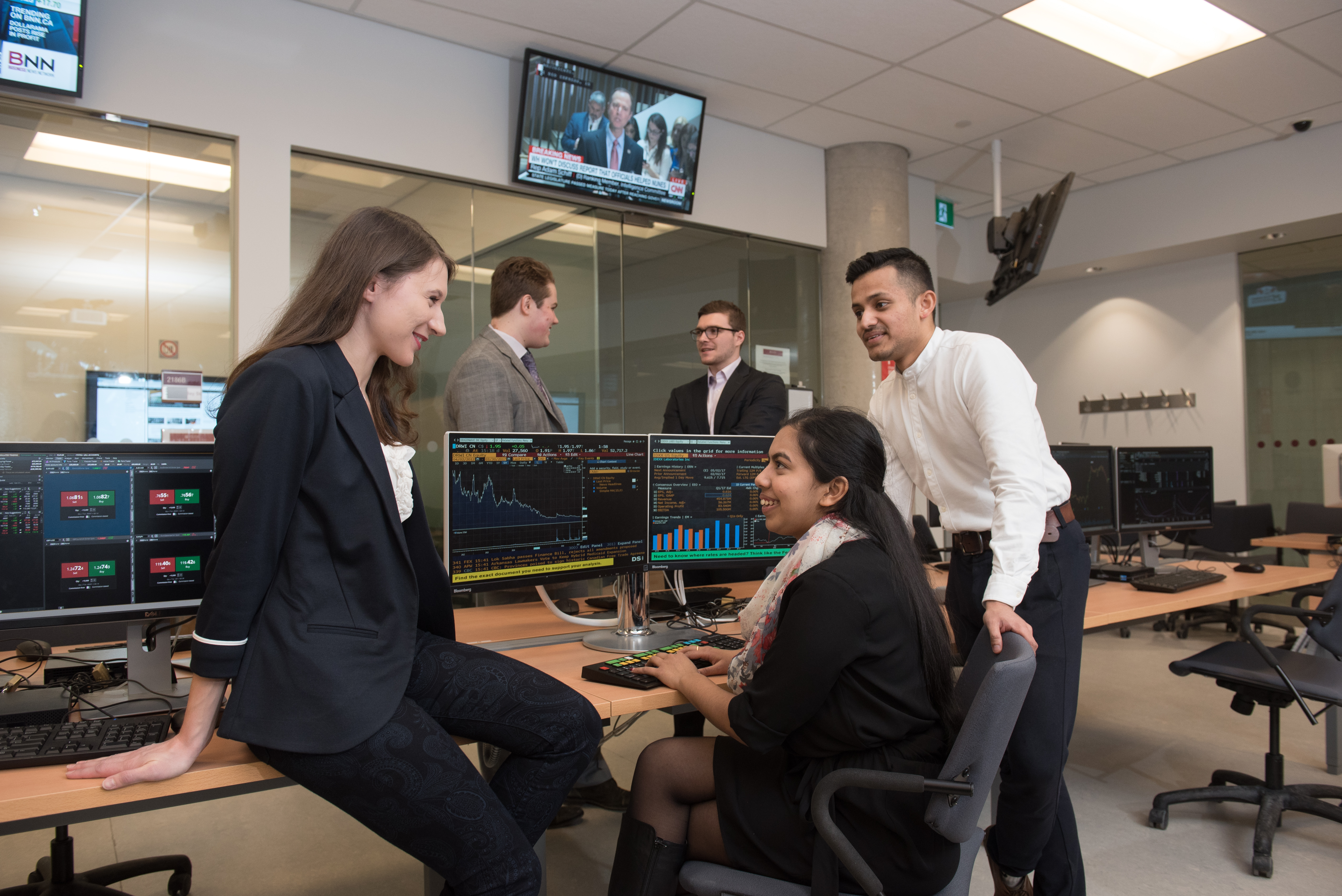 Students in finance lab